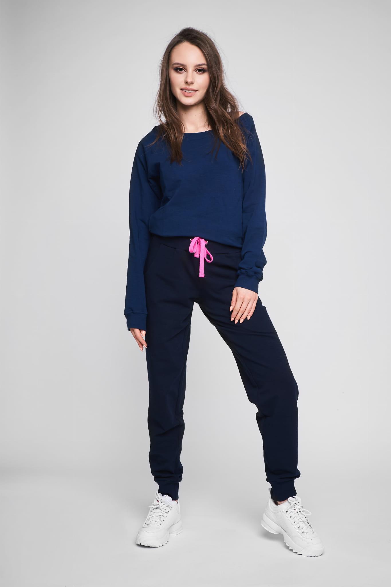 Granatowe spodnie dresowe damskie odCZAPY
